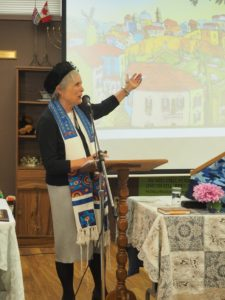 Rabbi Lynn at her Kolot Mayim installation ceremony on September 6.